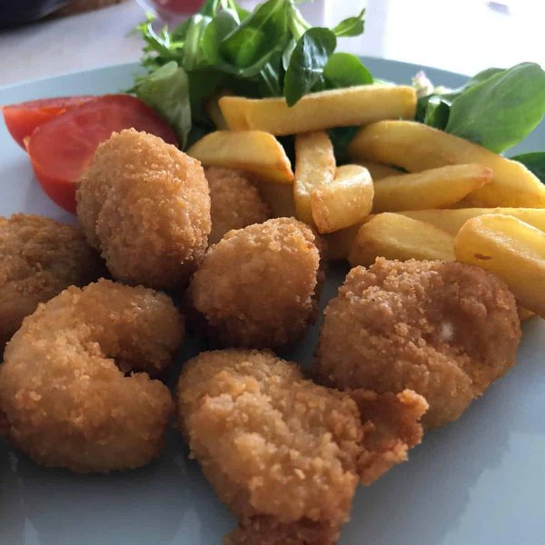 Amity Panko Single Wholetail Scampi chips and salad
