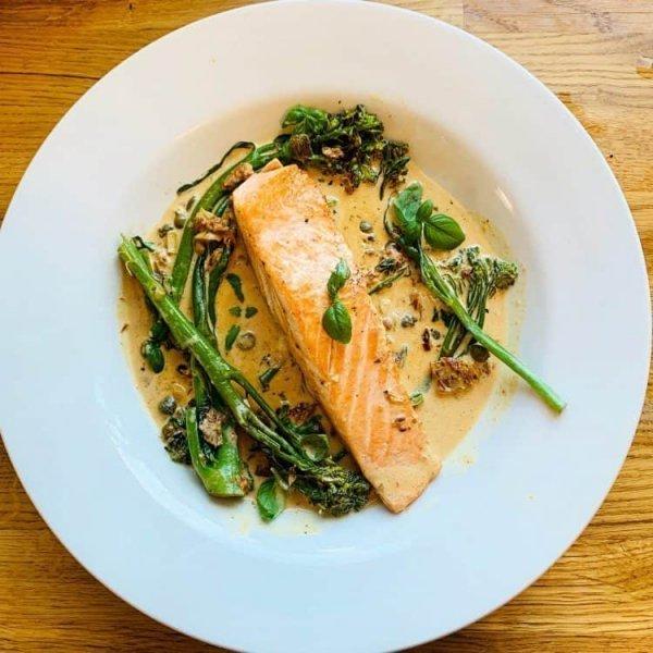 https://www.documentingmydinner.com/2020/06/24/creamy-salmon-with-garlic-sundried-tomatoes-and-broccoli/